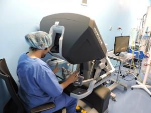 Practicando cirugía robótica con da Vinci